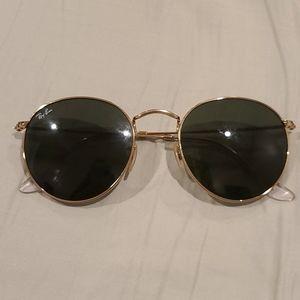 Women's round Ray Ban sunglasses